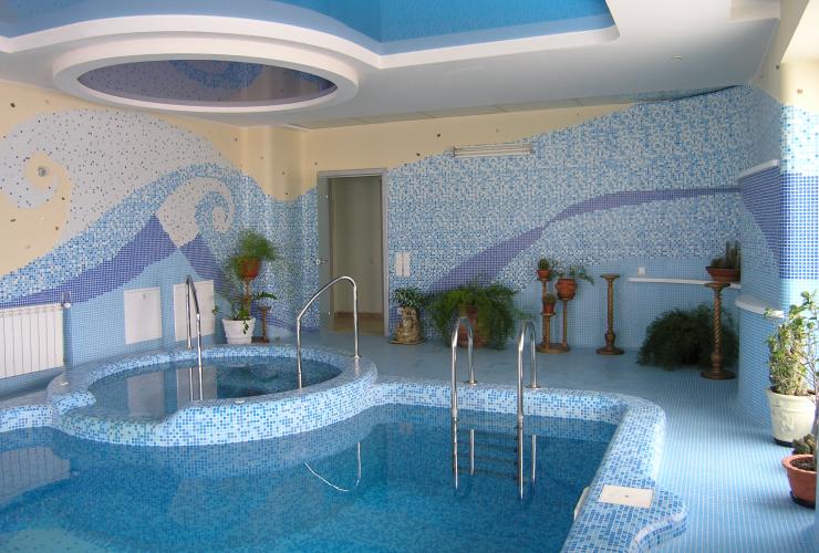 Частный бассейн сложной формы с джакузи post thumbnail